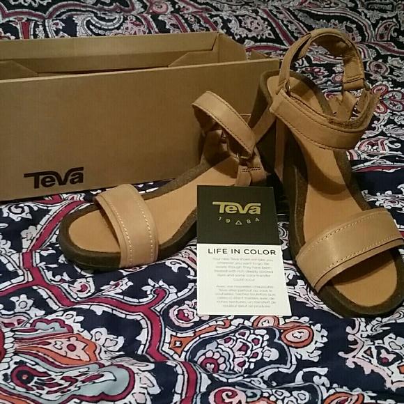 d3c49a66070 Teva Ysidro stitch wedge sandals 6.5